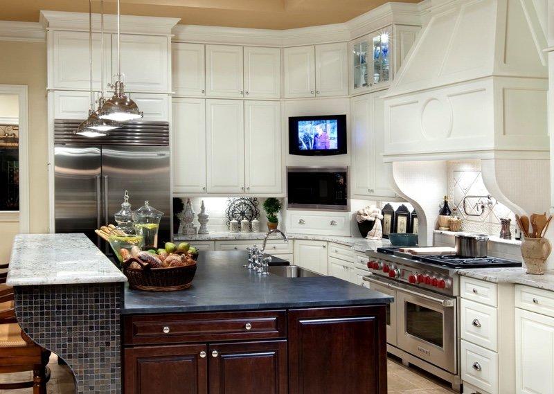 4 причины, почему стоит отказаться от телевизора на кухне
