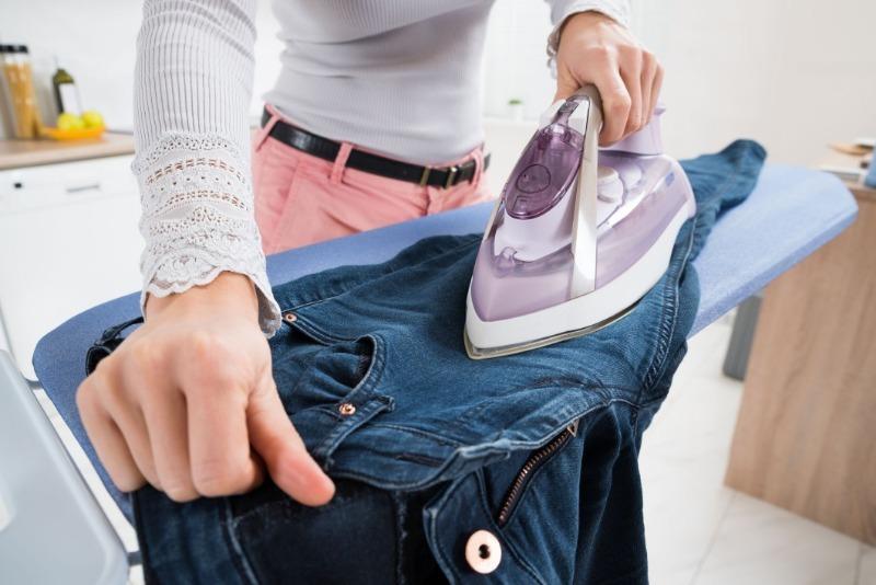3 способа растянуть джинсы, которые неожиданно стали малы