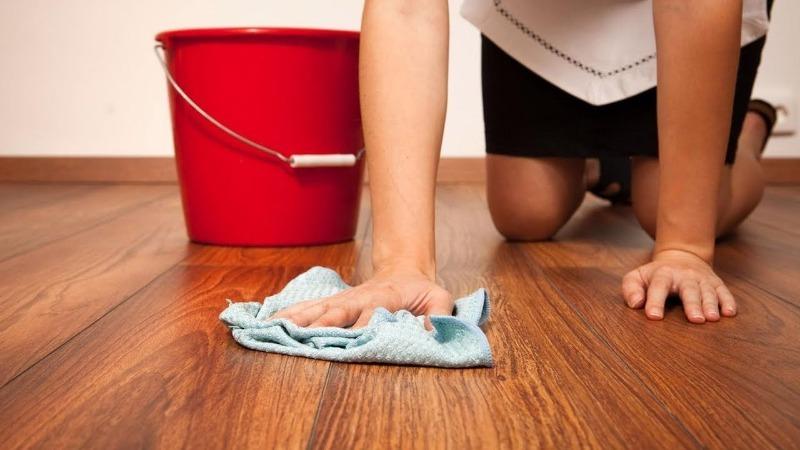 Почему нельзя мыть полы вечером: 4 народные приметы про уборку после захода солнца