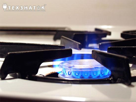 газовая конфорка включена